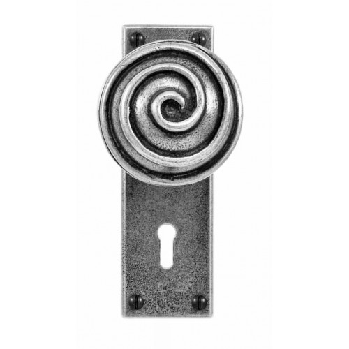 Finesse Design Swirl Range Door Knob on a Lock / Key Hole Back Plate in Pewter